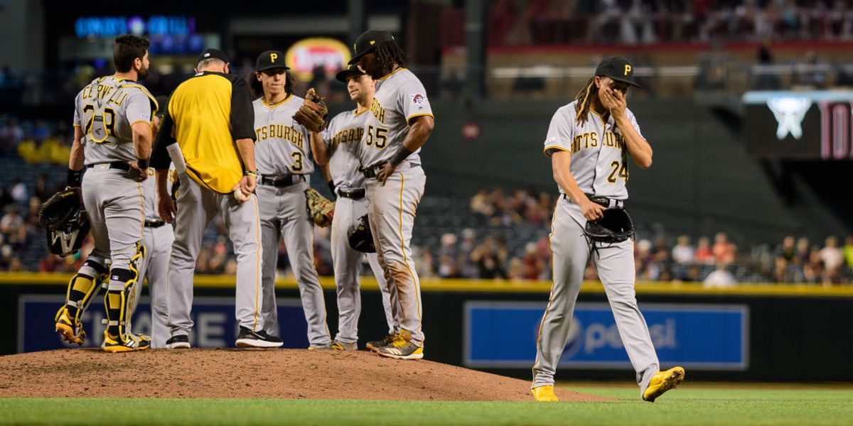 Greinke stars, then exits with trainer, D-backs rout Pirates