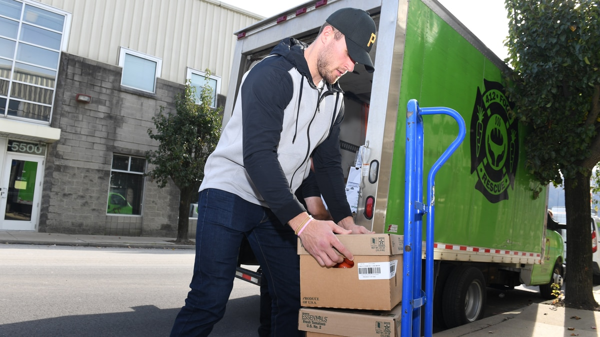 Steelers' T.J. Watt donates to local organization helping feed those in need