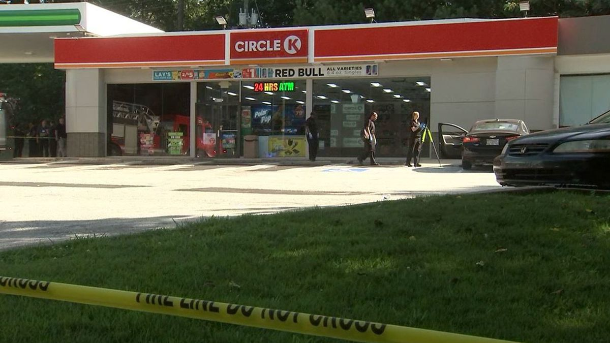 Man's body found in car at Georgia gas station, police say