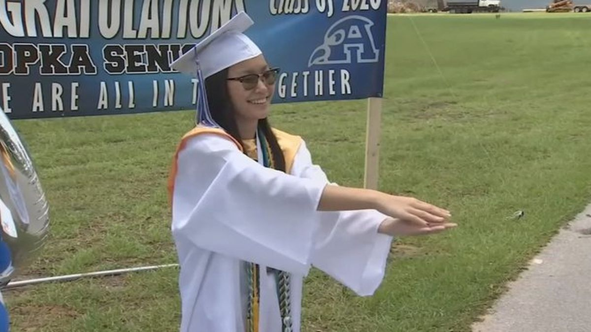 Florida student overcomes adversity, becomes valedictorian