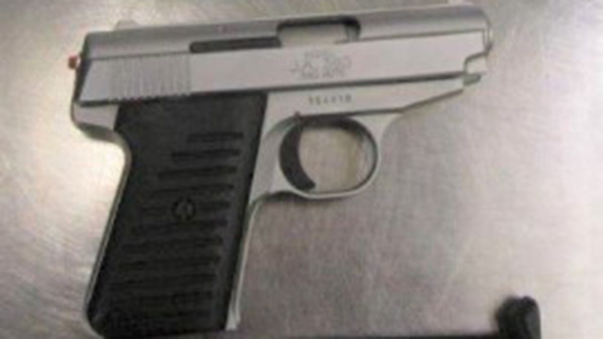 Woman caught with stolen, loaded gun at Pittsburgh International Airport checkpoint