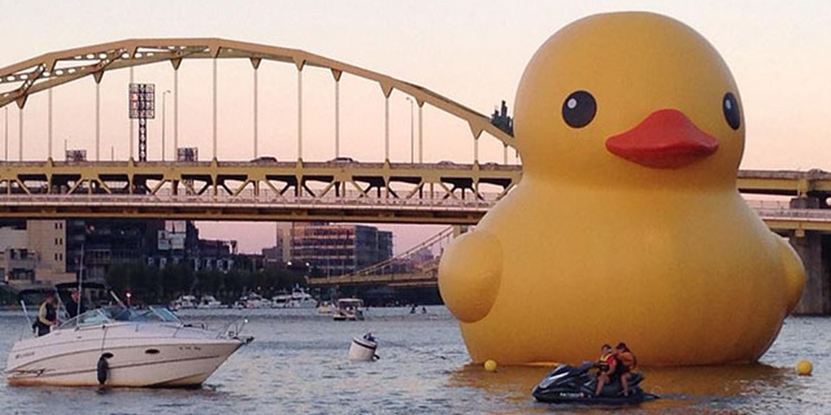 🦆 Petition started to bring back giant rubber duck to Pittsburgh in honor of Devlin Hodges