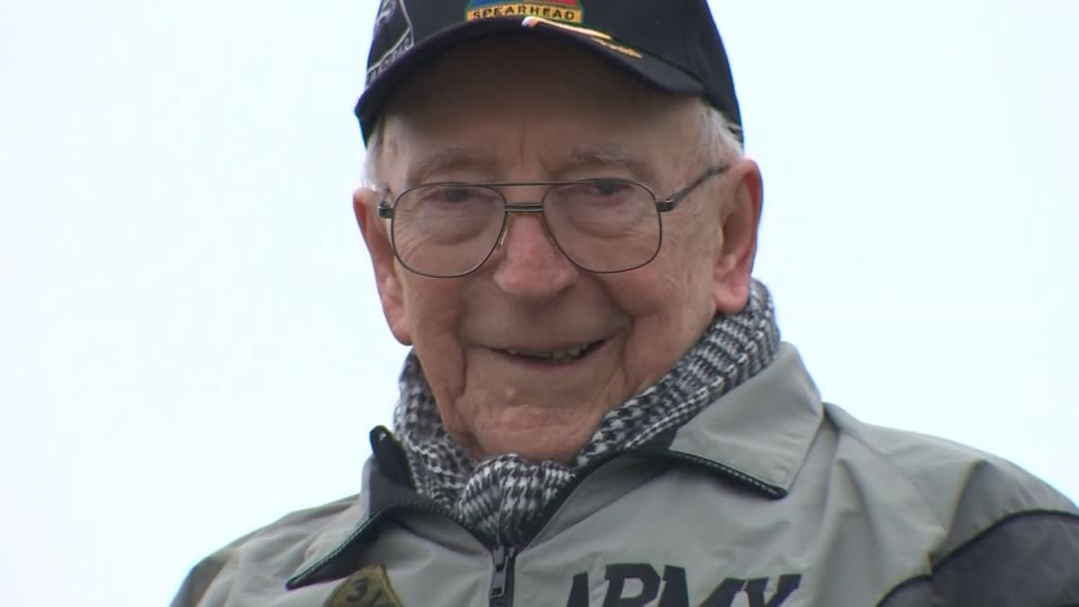 WWII gunner, now 95, gets surprise ride in tank like he served in
