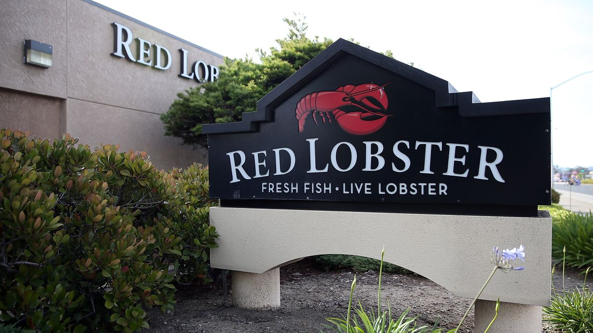 Red Lobster giving away insulated fanny packs to store your Cheddar Bay Biscuits