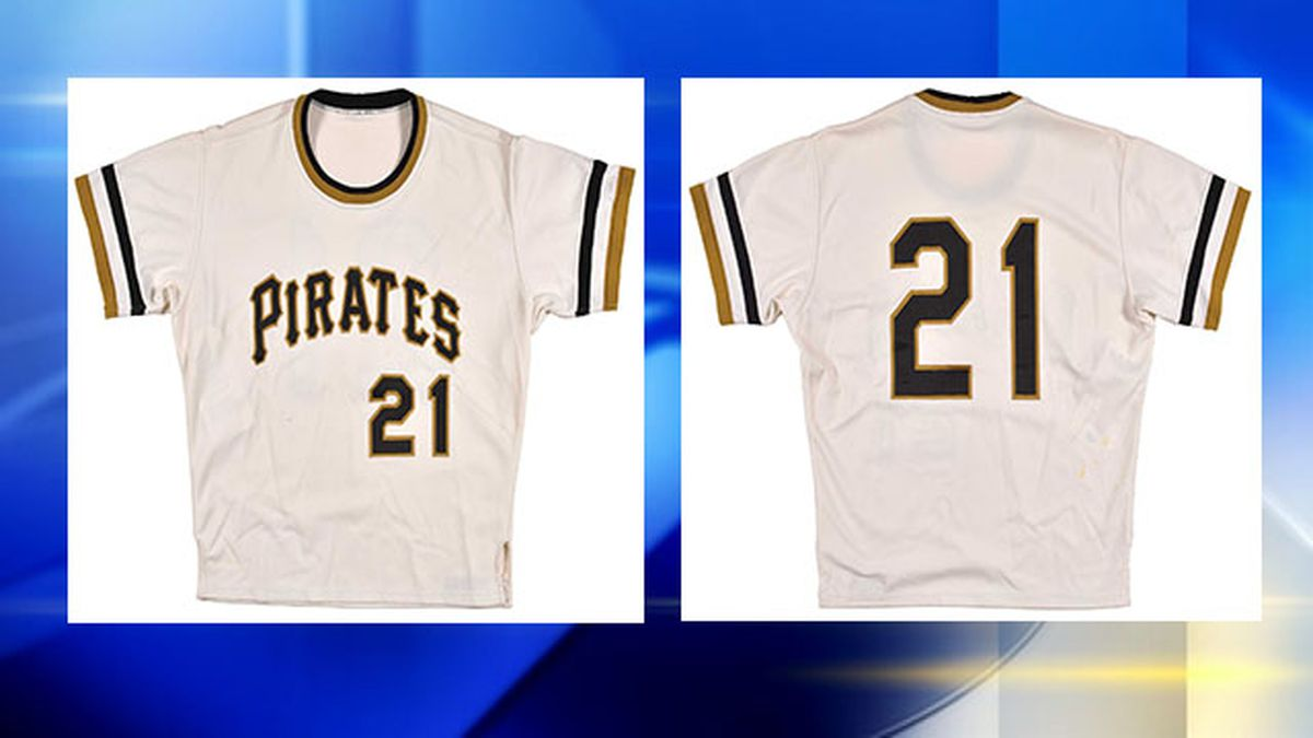 Roberte Clemente home jersey goes for $66,000 at auction