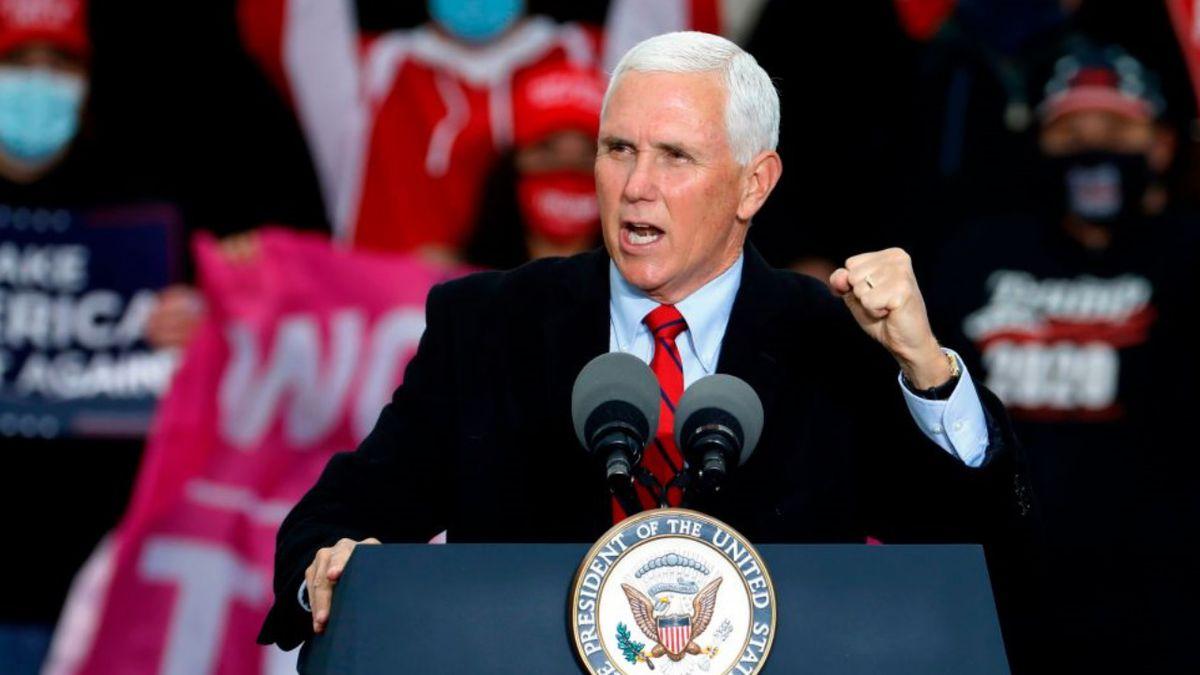 Pence informs Pelosi he will not invoke 25th Amendment