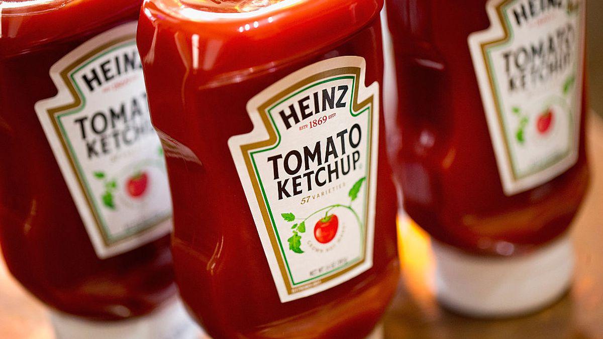 Struggling Kraft Heinz is cutting 400 jobs
