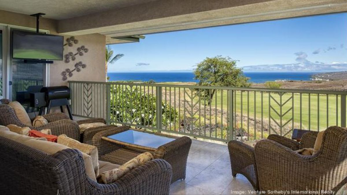 Former Steelers' quarterback Terry Bradshaw lists his Hawaii home for sale