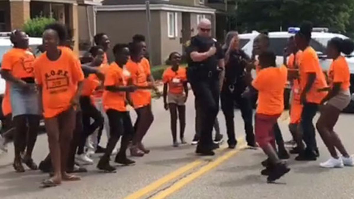 Pittsburgh police officers take on 'In My Feelings' challenge