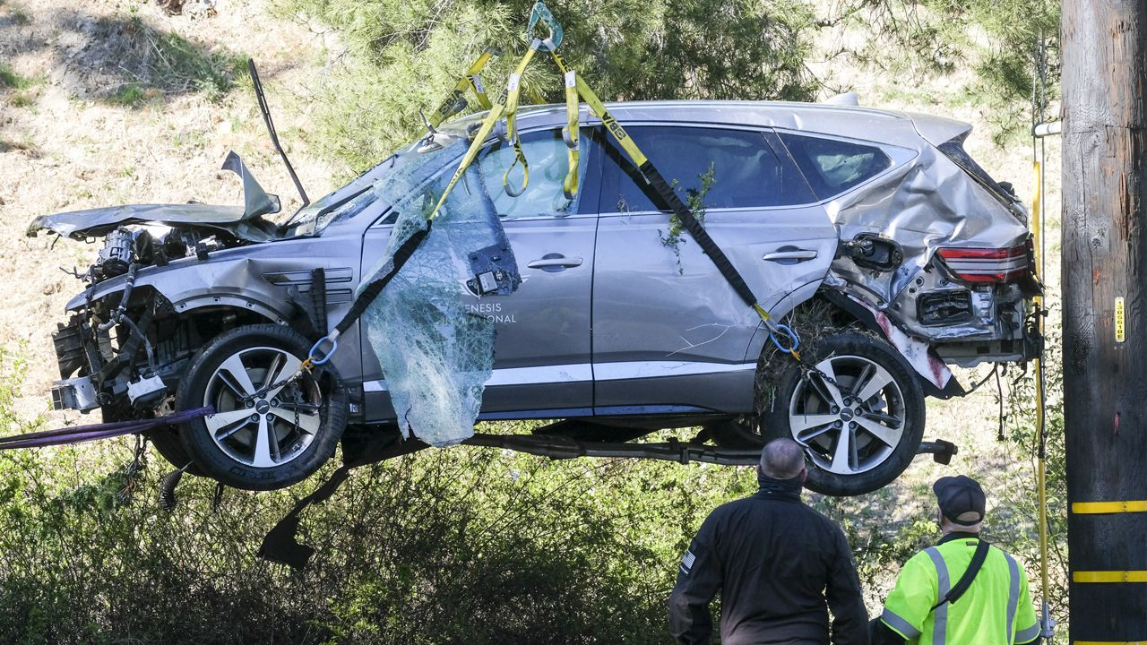 Sports world reacts after Tiger Woods injured in rollover crash