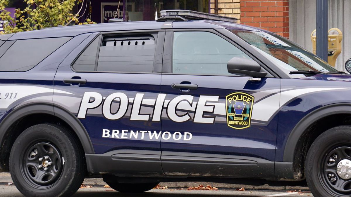 Police investigating armed robbery at Brentwood cell phone store