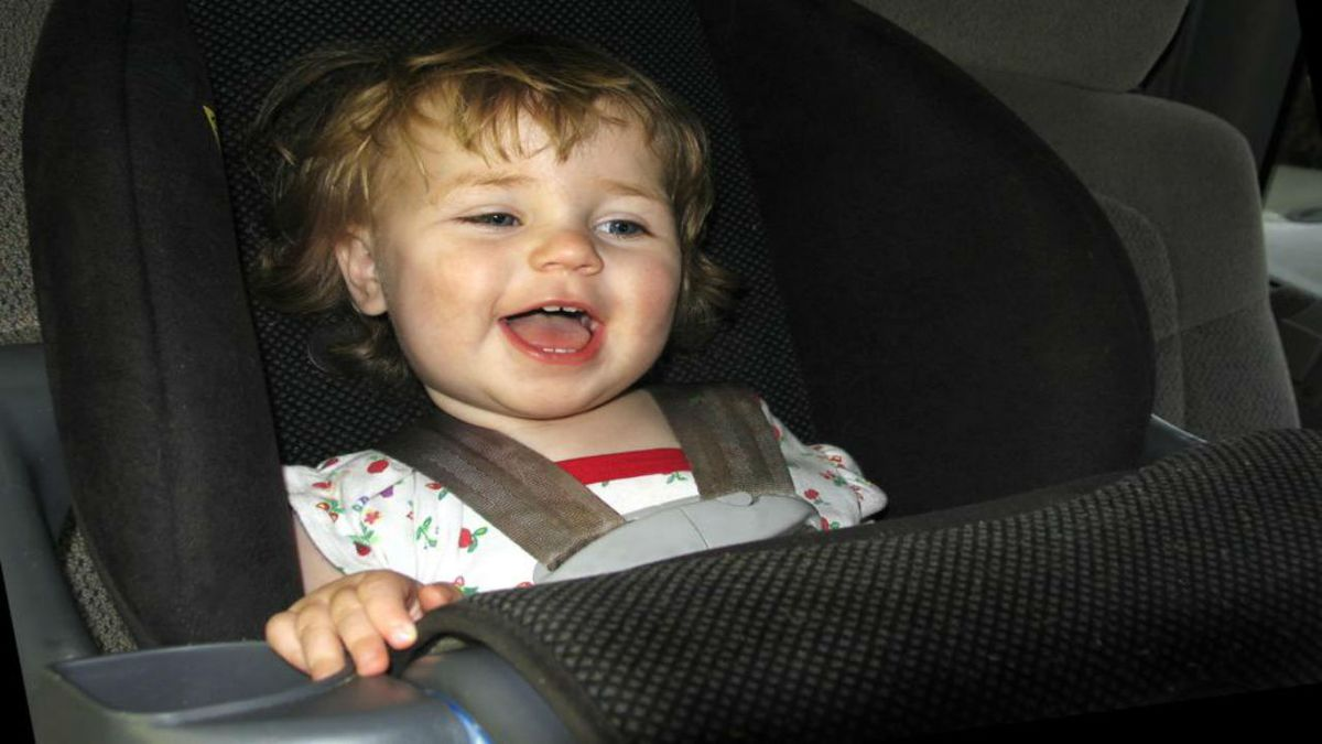 Experts change policy for keeping children in rear-facing car seats