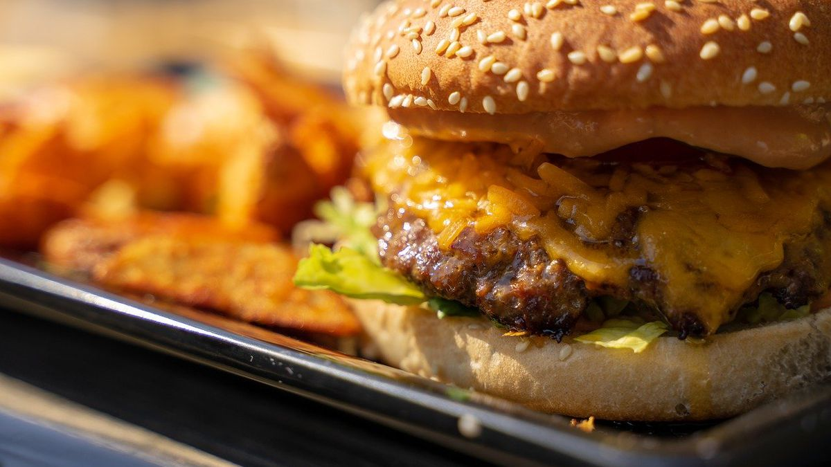 🍔 Grab a burger at one of these local places to celebrate National Cheeseburger Day