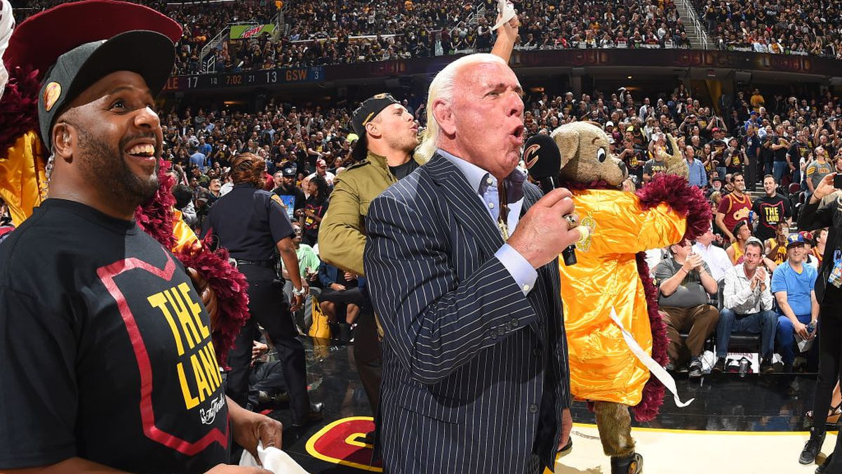 Ric Flair says he's available for Tennessee football ...