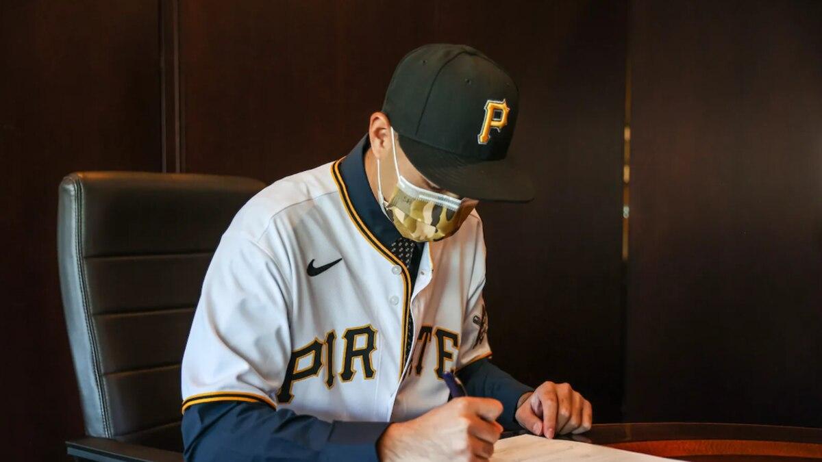 Pirates make big splash in international market, sign touted Taiwanese pitcher