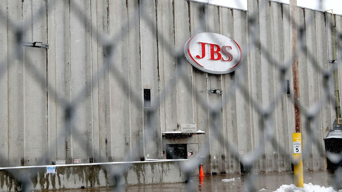 Coronavirus: Wisconsin beef processing plant closes after 200 workers infected with virus