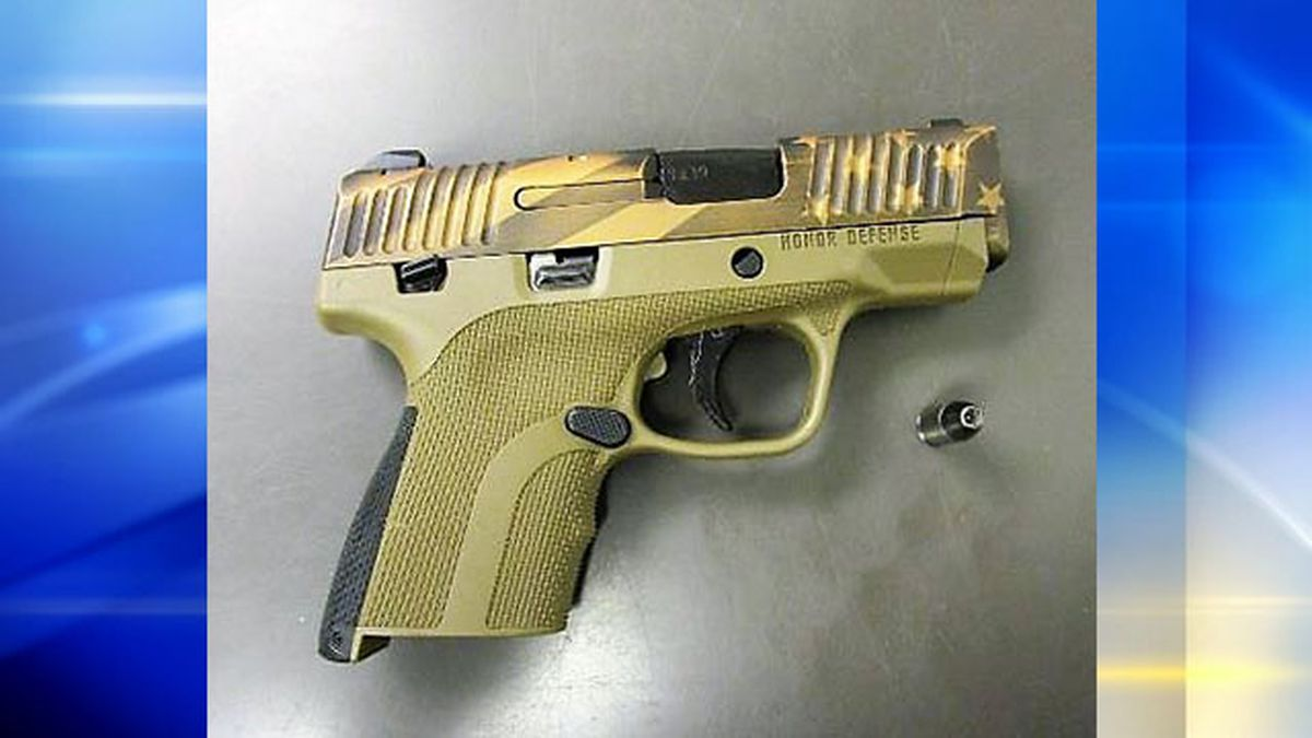 Woman stopped with loaded camouflage handgun at Pittsburgh International Airport